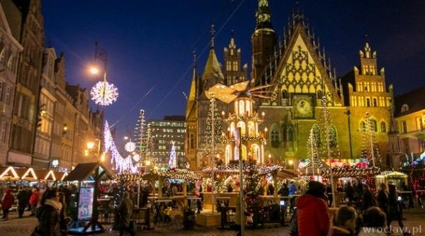 Pełna para na świąteczny targ we Wrocławiu / Wrocławiu (PL)